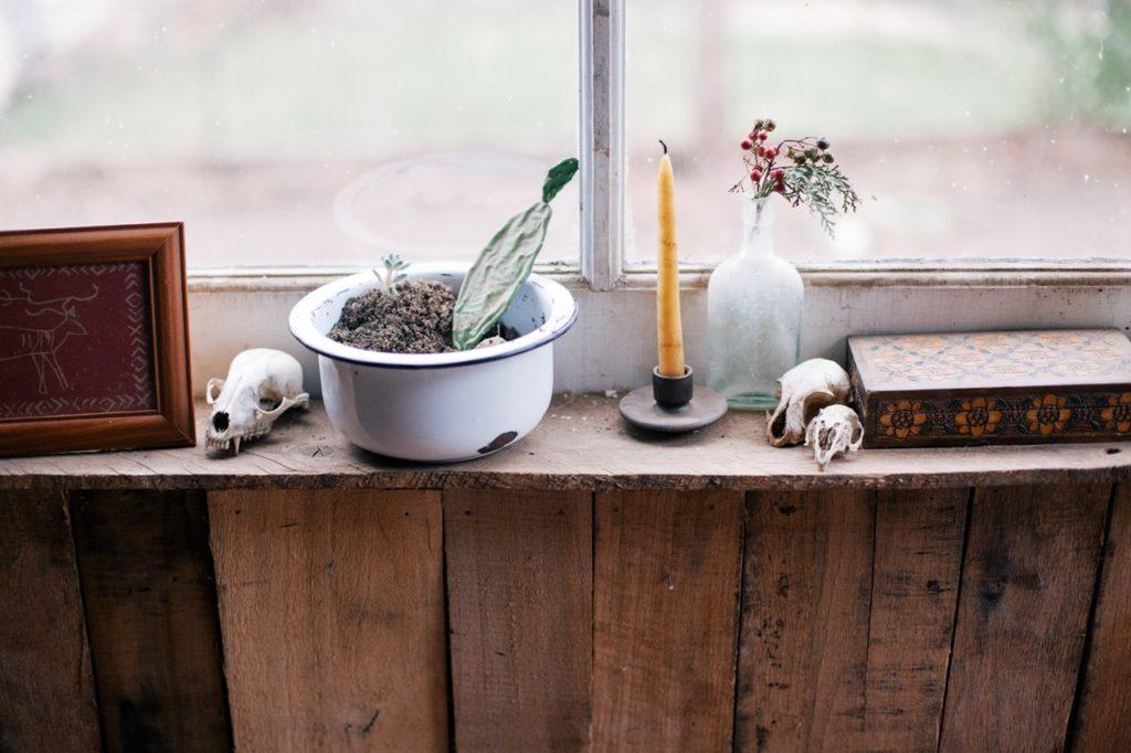 wood-painting-window-cactus-6689
