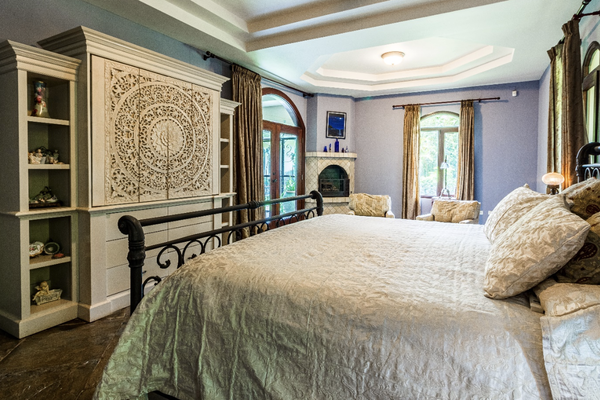 A Guide To Determining The Age Of An Antique Metal Bed Frame